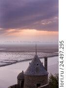 Купить «France, Normandy, Manche, Mont Saint-Michel, castle wall, polder, low tide, mudflat, afterglow,», фото № 24497295, снято 20 июня 2018 г. (c) mauritius images / Фотобанк Лори