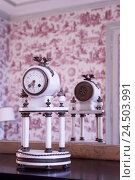 Купить «France, Bourgogne, Niévre, Nevers, lock, living space, table clock,», фото № 24503991, снято 14 мая 2009 г. (c) mauritius images / Фотобанк Лори