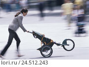 Купить «Town, woman, melted, baby carriages, run, run blur, outside, street, Mother, young, fun, amusement, haste, hectic rush, happy, motion blur,», фото № 24512243, снято 19 ноября 2001 г. (c) mauritius images / Фотобанк Лори