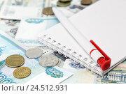 Российские деньги, ручка и блокнот. Стоковое фото, фотограф Наталья Осипова / Фотобанк Лори