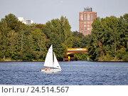 Купить «Tegeler See, sailboat, Borsig Dammbrücke, Borsigturm, Tegel, Berlin, Germany,», фото № 24514567, снято 21 августа 2018 г. (c) mauritius images / Фотобанк Лори