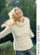 Купить «Woman, white roll neck sweater, smile, run, model released, people, blond, autumn, sunny, naturalness, happy, contently, teenager, girl, calmness, feel...», фото № 24515063, снято 22 апреля 2010 г. (c) mauritius images / Фотобанк Лори