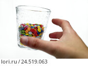 Купить «Glass with chocolate beans, hand, glass, vessel, brightly, sweetness, lentils, sweets, air bubbles, bubbles, around, diet, calories, conception, detail...», фото № 24519063, снято 18 января 2010 г. (c) mauritius images / Фотобанк Лори