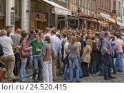 Купить «Beer bars in the Ratinger street, Old Town, Dusseldorf, North Rhine-Westphalia, Germany,», фото № 24520415, снято 15 июня 2009 г. (c) mauritius images / Фотобанк Лори