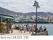 Купить «Spain, Canary islands, Lanzarote, Playa Blanca, promenade, Avenida Maritima, tourist,», фото № 24521135, снято 15 апреля 2009 г. (c) mauritius images / Фотобанк Лори