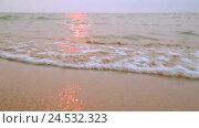 Купить «Волны на закате», видеоролик № 24532323, снято 6 августа 2015 г. (c) Байбородин Михаил / Фотобанк Лори