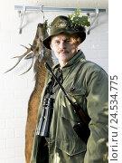 Купить «Stag, refrigeration, hunter, loot, hunt game, kills», фото № 24534775, снято 22 апреля 2018 г. (c) mauritius images / Фотобанк Лори