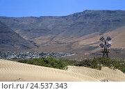 Купить «Spain, the Canaries, island Lanzarote, Playa de Famara, dune, windmill, houses,», фото № 24537343, снято 15 мая 2009 г. (c) mauritius images / Фотобанк Лори