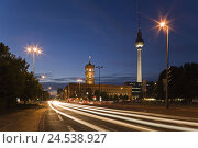 Купить «Germany, Berlin, red city hall, television tower, lighting, evening, town, capital, place of interest, architecture, building, tower, street, structures...», фото № 24538927, снято 21 сентября 2009 г. (c) mauritius images / Фотобанк Лори