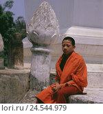 Купить «Laos, Luang Prabang, pillar, lotus flower, monk, young, sit, no model release, Asia, South-East Asia, destination, place of interest, culture, UNESCO-world...», фото № 24544979, снято 23 сентября 2008 г. (c) mauritius images / Фотобанк Лори
