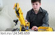 Купить «Teenage boy playing with crane constructor», видеоролик № 24545659, снято 10 декабря 2016 г. (c) Володина Ольга / Фотобанк Лори