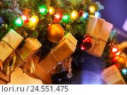 Купить «New Years garland of fir branches, gifts and balls», фото № 24551475, снято 21 декабря 2015 г. (c) Сергей Новиков / Фотобанк Лори