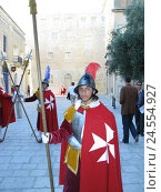 Купить «Malta, Mdina, Guardsman, uniform, Maltese, no model release, island, Mediterranean island, destination, place of interest, person, locals, Maltese, tourists...», фото № 24554927, снято 19 июня 2008 г. (c) mauritius images / Фотобанк Лори
