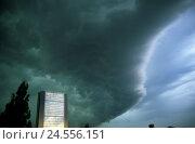 Купить «Germany, North Rhine-Westphalia, Düsseldorf, city-opinion, silhouette, high-rise, thunderstorm-mood, city, buildings, residence, sunset, cloud-heavens...», фото № 24556151, снято 18 сентября 2018 г. (c) mauritius images / Фотобанк Лори