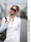 Купить «Woman, young, blond, sunglasses, handbag, half portrait,», фото № 24556507, снято 2 сентября 2008 г. (c) mauritius images / Фотобанк Лори