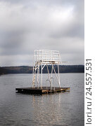 Купить «Diving platform, raft, sky, cloudy, outdoor swimming pool, swimming pool, bathing lake, tower, diving tower, railing, ladder, platform, height, challenge, summer, fun, deserted,», фото № 24557531, снято 23 июля 2018 г. (c) mauritius images / Фотобанк Лори