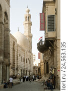Купить «Egypt, Cairo, Sharia Muizz il dinar Allah, mosque complex the sultan's Al Mansur Qualaun,», фото № 24563135, снято 15 марта 2010 г. (c) mauritius images / Фотобанк Лори