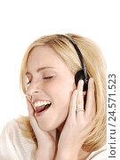 Купить «Woman, young, sing, earphone, portrait, side view, curled,», фото № 24571523, снято 2 сентября 2008 г. (c) mauritius images / Фотобанк Лори