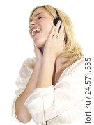 Купить «Woman, young, sing, earphone, portrait, side view,», фото № 24571535, снято 2 сентября 2008 г. (c) mauritius images / Фотобанк Лори