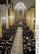 Купить «Church, indoors, mass, visitors,», фото № 24572283, снято 23 января 2018 г. (c) mauritius images / Фотобанк Лори