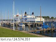 Купить «Germany, Schleswig - Holstein, Travemünde, sail harbour, Baltic ferry, boat pier, sailboats,», фото № 24574351, снято 15 июня 2008 г. (c) mauritius images / Фотобанк Лори
