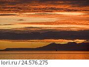 Купить «Argentina, Ushuaia, beagle channel, sunrise, morning, morning tuning, scenery, mountains, heavens, clouds, waters, reflexion,», фото № 24576275, снято 18 сентября 2018 г. (c) mauritius images / Фотобанк Лори