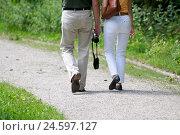 Купить «Couple taking a walk, camera, handbag, detail, back view,», фото № 24597127, снято 17 июня 2019 г. (c) mauritius images / Фотобанк Лори