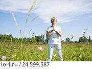 Купить «Senior woman, yoga, meadow,», фото № 24599587, снято 18 сентября 2018 г. (c) mauritius images / Фотобанк Лори