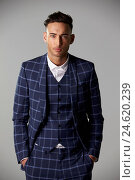 Купить «Waist up portrait of young man wearing a large check suit», фото № 24620239, снято 2 марта 2016 г. (c) easy Fotostock / Фотобанк Лори
