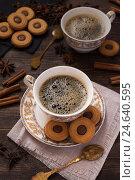 Купить «Кофе с шоколадным печеньем», фото № 24640595, снято 3 октября 2016 г. (c) Сергей Вольченко / Фотобанк Лори