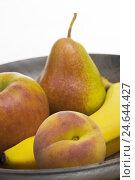 Купить «Fruitbowl, apple, pear, peach, banana, peel, wooden, wooden peel, Food, fruit, fruits, yellow-red, passed away, merged, ripe, sweetly, juicy, fruity, vitamins...», фото № 24644427, снято 28 ноября 2007 г. (c) mauritius images / Фотобанк Лори