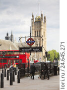 Купить «Westminster Abbey, red double-decker bus and subway sign, GB, London,», фото № 24645271, снято 22 августа 2018 г. (c) mauritius images / Фотобанк Лори