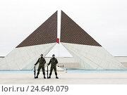 Купить «Monumento Los Combatentes da Guerra do Ultramar, Belem war monument, guards, Belem district, Lisbon, Portugal,», фото № 24649079, снято 15 августа 2018 г. (c) mauritius images / Фотобанк Лори