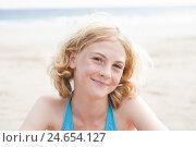Купить «Girls on the beach, portrait,», фото № 24654127, снято 15 августа 2011 г. (c) mauritius images / Фотобанк Лори