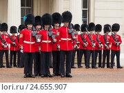 Купить «Great Britain, London, Buckingham Palace, awake change, Changing the Guards,», фото № 24655907, снято 15 августа 2018 г. (c) mauritius images / Фотобанк Лори