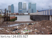 Купить «Great Britain, London, North Greenwich, view of dock country, garbage problem, contrast,», фото № 24655927, снято 26 мая 2018 г. (c) mauritius images / Фотобанк Лори