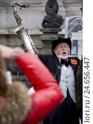 Купить «Czech Republic, Prague, street musician, Old Town, town, person, man, senior, tourist, tourism, saxophone, music, musical instrument, sing, singer, musician, care, headgear,», фото № 24656447, снято 18 ноября 2010 г. (c) mauritius images / Фотобанк Лори
