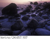 Купить «Norway, telemark, the North Sea, Skagerag, Mölen, beach with glacial pebbles after sundown,», фото № 24657107, снято 24 сентября 2018 г. (c) mauritius images / Фотобанк Лори