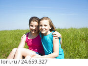 Купить «two girls sit arm in arm on a meadow,», фото № 24659327, снято 19 марта 2019 г. (c) mauritius images / Фотобанк Лори