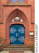Купить «Baltic sea spa Wustrow, village church, portal,», фото № 24660607, снято 18 июня 2018 г. (c) mauritius images / Фотобанк Лори