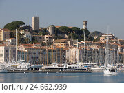 Купить «France, Cote d'Azur, Cannes, the old harbour and the Old Town fourth 'Le Suquet 'with ' tour you Suquet',», фото № 24662939, снято 15 февраля 2009 г. (c) mauritius images / Фотобанк Лори