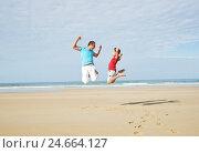 Купить «Father and son on the beach,», фото № 24664127, снято 19 марта 2019 г. (c) mauritius images / Фотобанк Лори