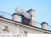 Купить «Спутниковые антенны на крыше старого дома. Санкт-Петербург», эксклюзивное фото № 24667755, снято 30 января 2016 г. (c) Александр Щепин / Фотобанк Лори