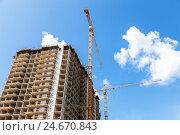 Купить «Строительство нового многоэтажного жилого дома», фото № 24670843, снято 27 июля 2016 г. (c) FotograFF / Фотобанк Лори
