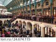 Купить «Great Britain, London, Covent guards, visitors,», фото № 24674115, снято 15 августа 2018 г. (c) mauritius images / Фотобанк Лори