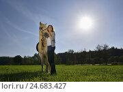 Купить «Girls, horse, Icelander, meadow, stand, head-on, view camera,», фото № 24683427, снято 19 августа 2018 г. (c) mauritius images / Фотобанк Лори