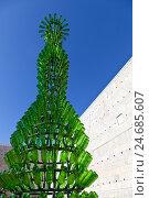 Купить «Sculpture made of glass bottles, Museu Coleção Berardo, museum for modern and contemporary art, collection Joe Berardo, Belem, Lisbon, Portugal,», фото № 24685607, снято 18 июня 2018 г. (c) mauritius images / Фотобанк Лори
