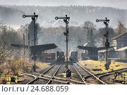 Купить «Signals, tracks, railway station, trains,», фото № 24688059, снято 27 апреля 2018 г. (c) mauritius images / Фотобанк Лори