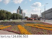 Купить «Площадь Серпуховская застава летний день,  Москва», эксклюзивное фото № 24696503, снято 23 июля 2016 г. (c) Дмитрий Неумоин / Фотобанк Лори