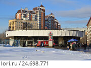 Купить «Наземный вестибюль станции метро «Улица 1905 года». Пресненский район. Москва», эксклюзивное фото № 24698771, снято 7 декабря 2016 г. (c) lana1501 / Фотобанк Лори